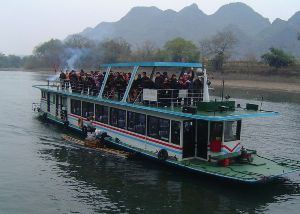 Li_River_tourist_boat